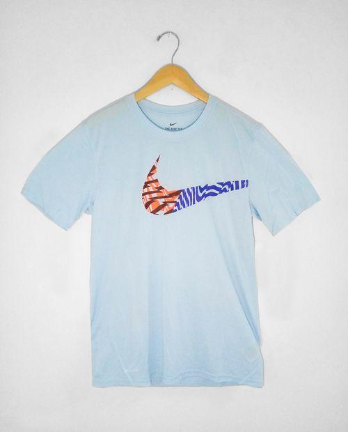 Camisa deportiva celeste