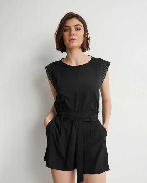 Short básico con laza color negro