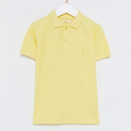 Camisa amarilla tipo polo básica para niño