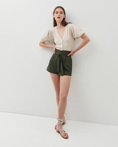 Short liso básico con lazada khaki