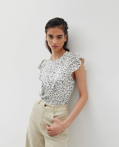 Blusa top cuello caja con manga caracol negro