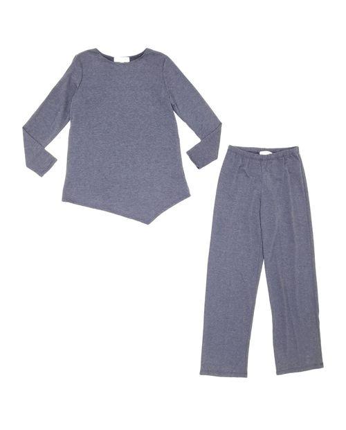 Conjunto blusa asimétrica con pantalón azul denim