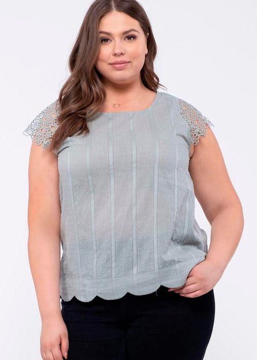 Blusa solida con crochet en manga mc verde oscuro (sage)