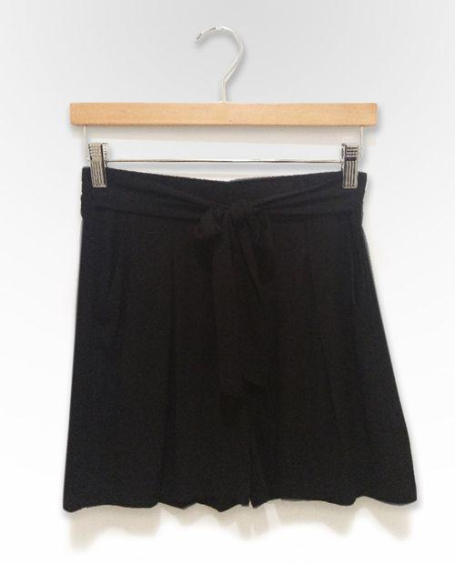 Short solido negro
